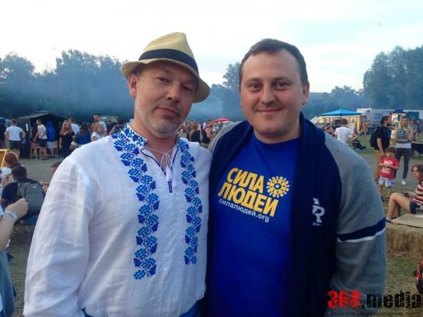 Александр Кропива ( слева)