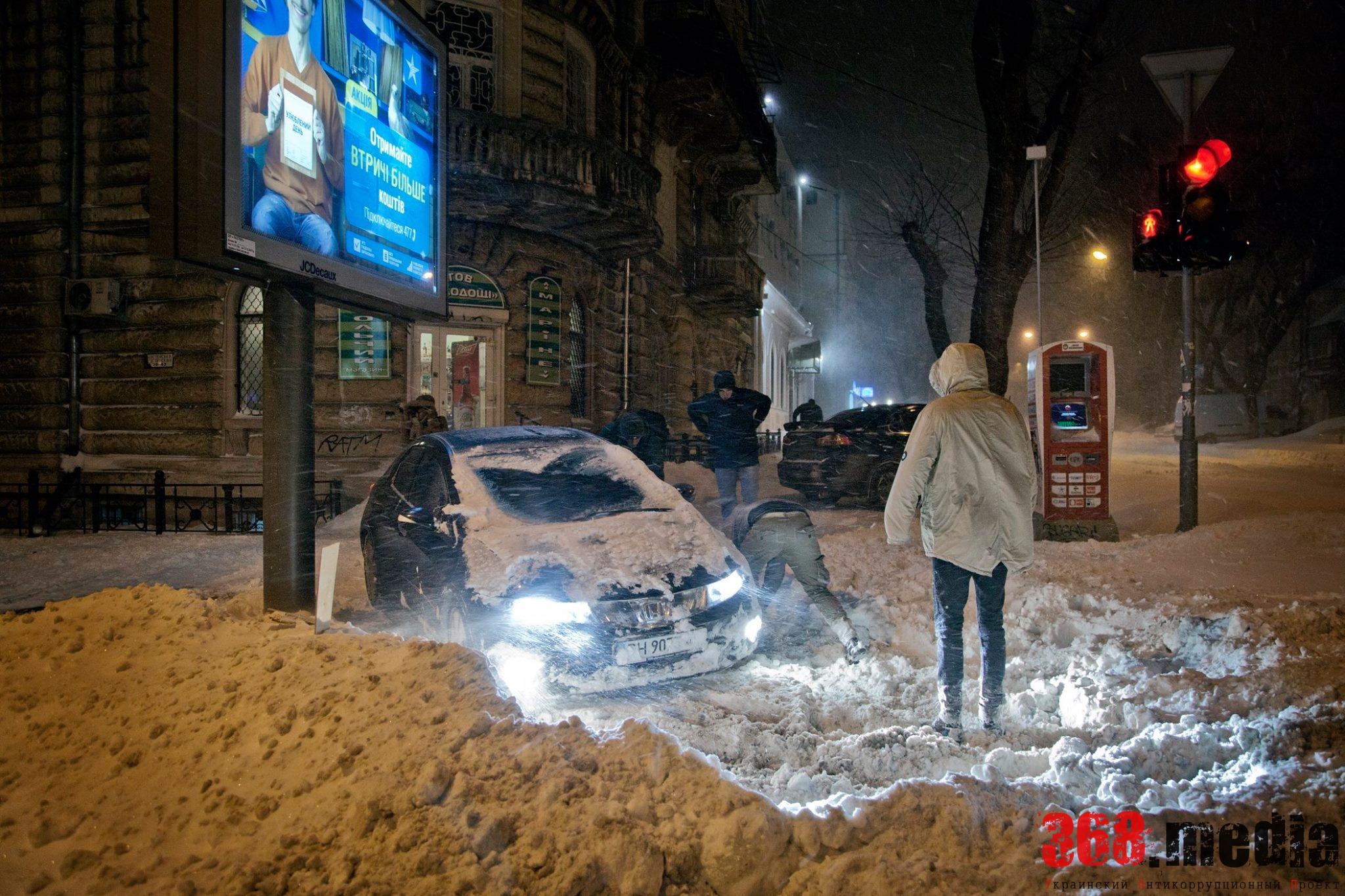 Одесская мэрия растеряла спецтехнику на снежных дорогах