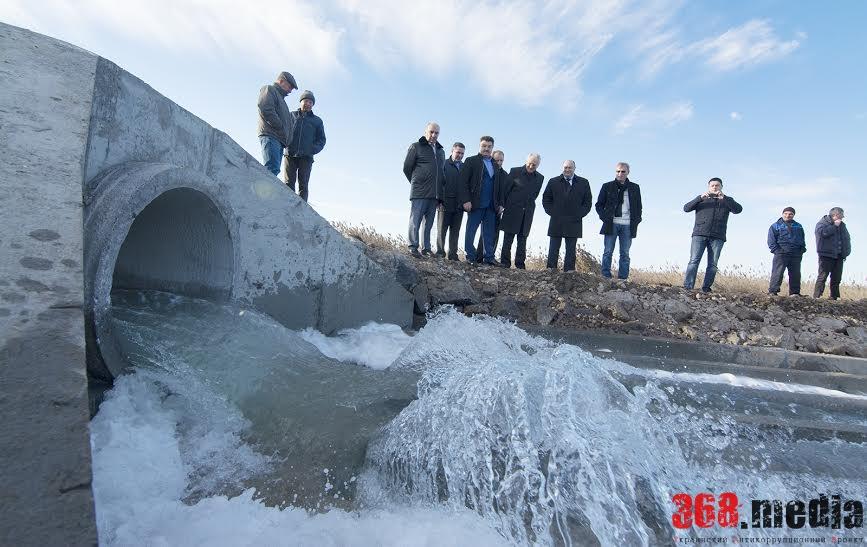 В пересыхающий Кульяницкий лиман пустили морскую воду