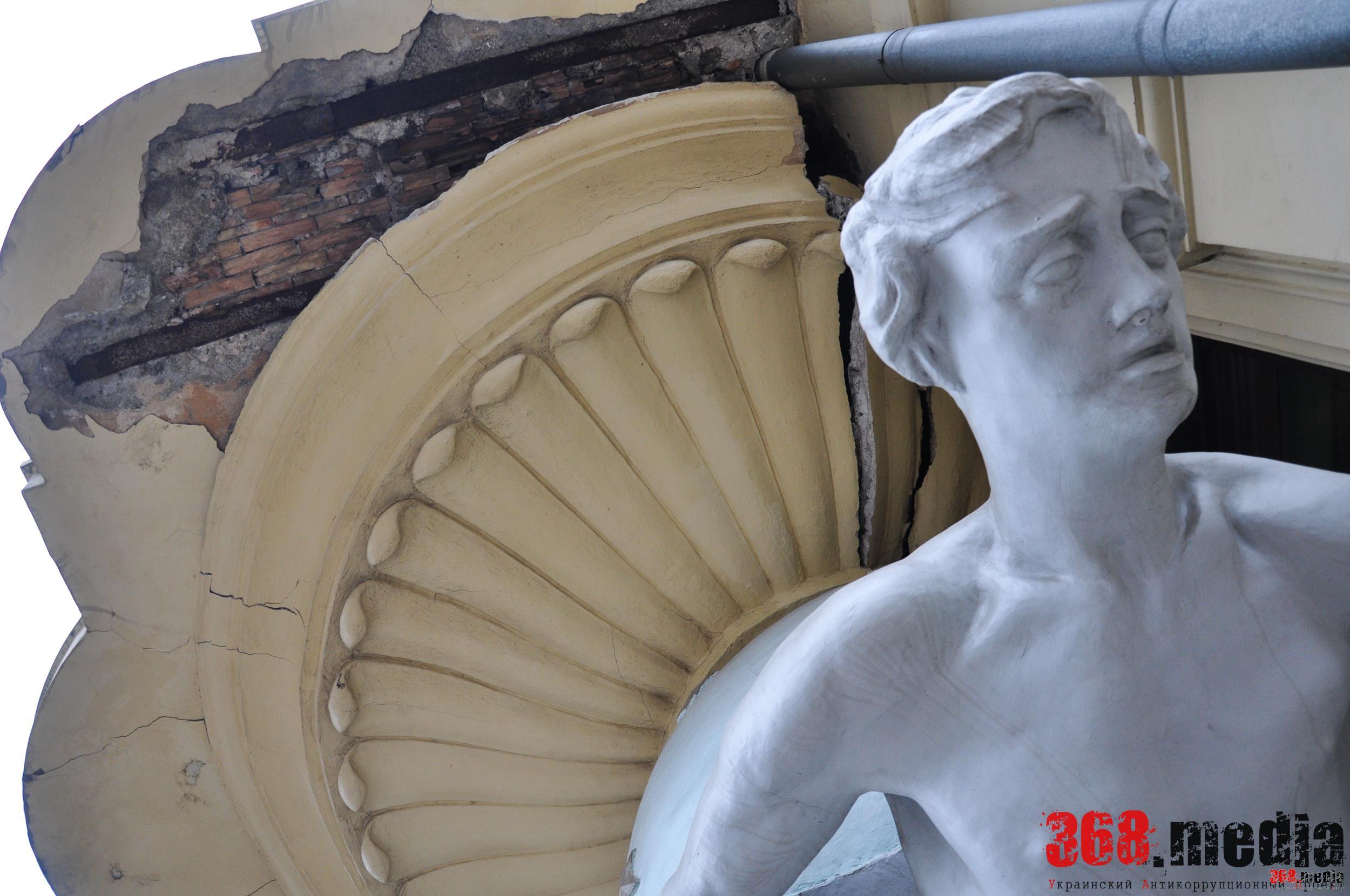 Одесский «Дом с атлантами» находится в плачевном состоянии (фото)