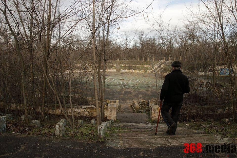 В одесском парке разрушается уникальный театр