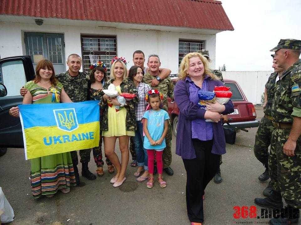Солдаты всегда рады волонтерам, особенно женщинам. Фото: facebook.com