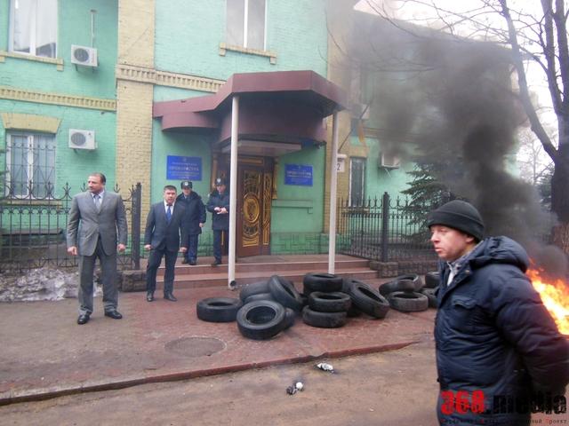 Вышел прокурор. Фото: gorod.dp.ua