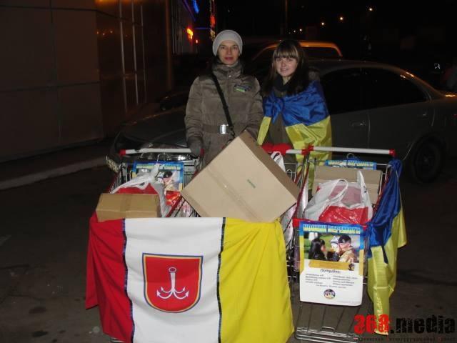 Собирают для солдат самое необходимое. Фото: facebook.com
