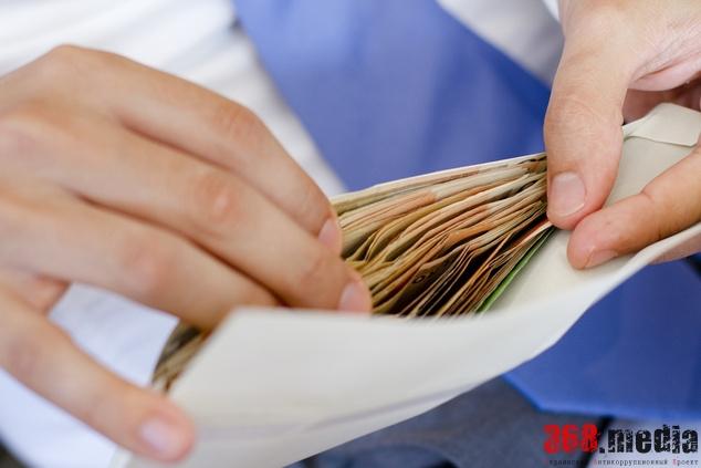 «Электротяжмаш» занимает десятки миллионов на выплату зарплаты
