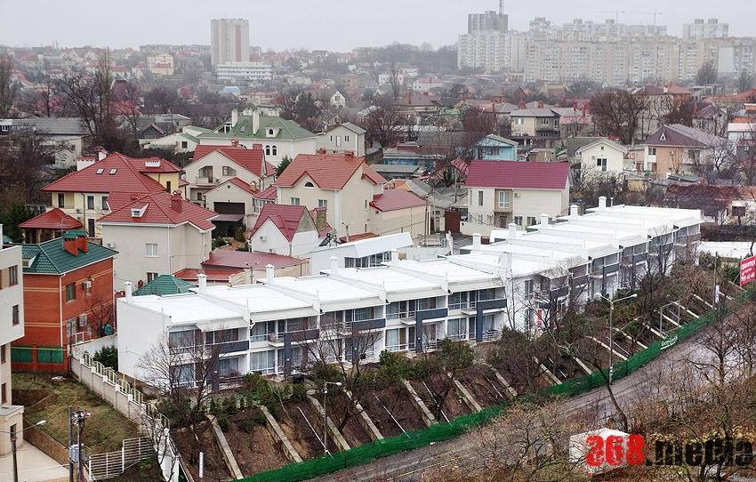 Одесский вице-мэр Шандрык с товарищами отстроили себе дачи на городской земле (фото)