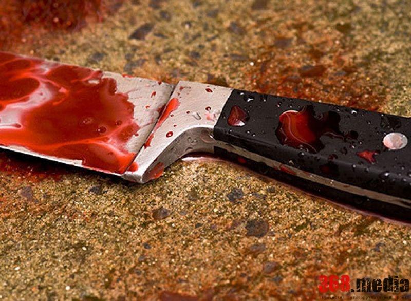 В Киеве пьяный мужчина ударил ножом в грудь полицейского