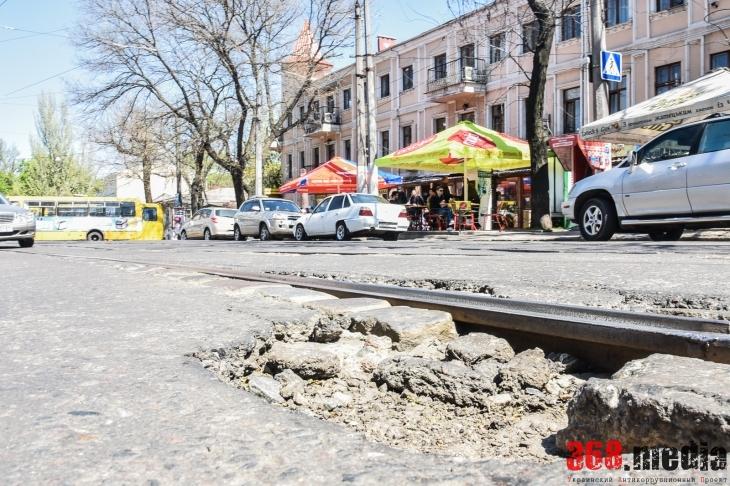 Одесские власти не спешат ремонтировать разбитые дороги на Преображенской (фото)