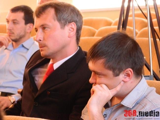 Максим Зубарев (в центре)