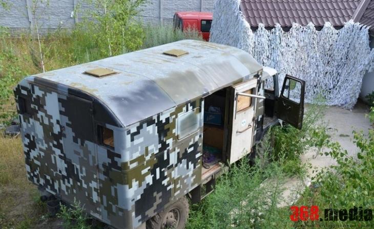 На даче в Луганской области нашли два грузовика с боеприпасами и оружием (фото)