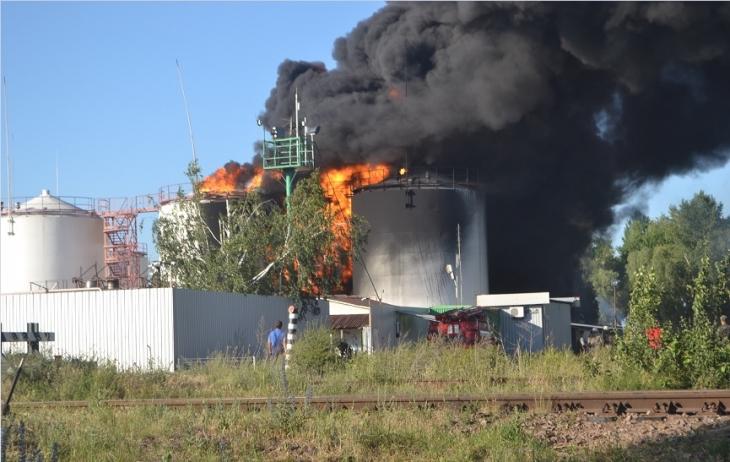В Киевской области горит нефтебаза покойного депутата: погиб один человек