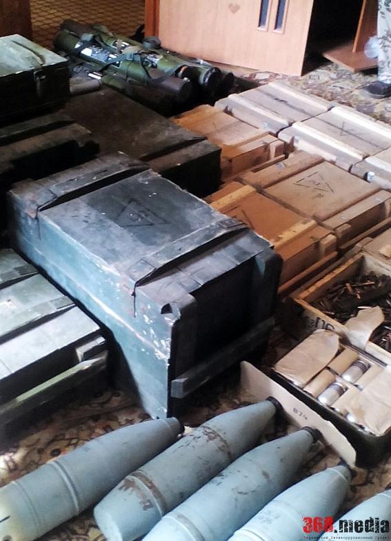 В Артемовске местный житель хранил в подвале многоэтажки снаряды и взрывчатку