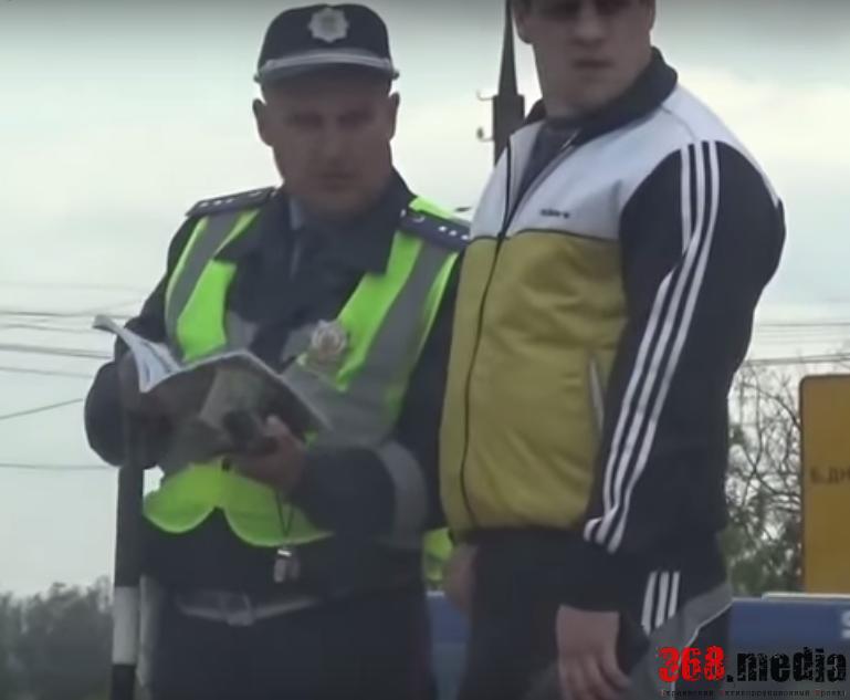 Одесские гаишники продолжают пользоваться жезлами и берут взятки (видео)