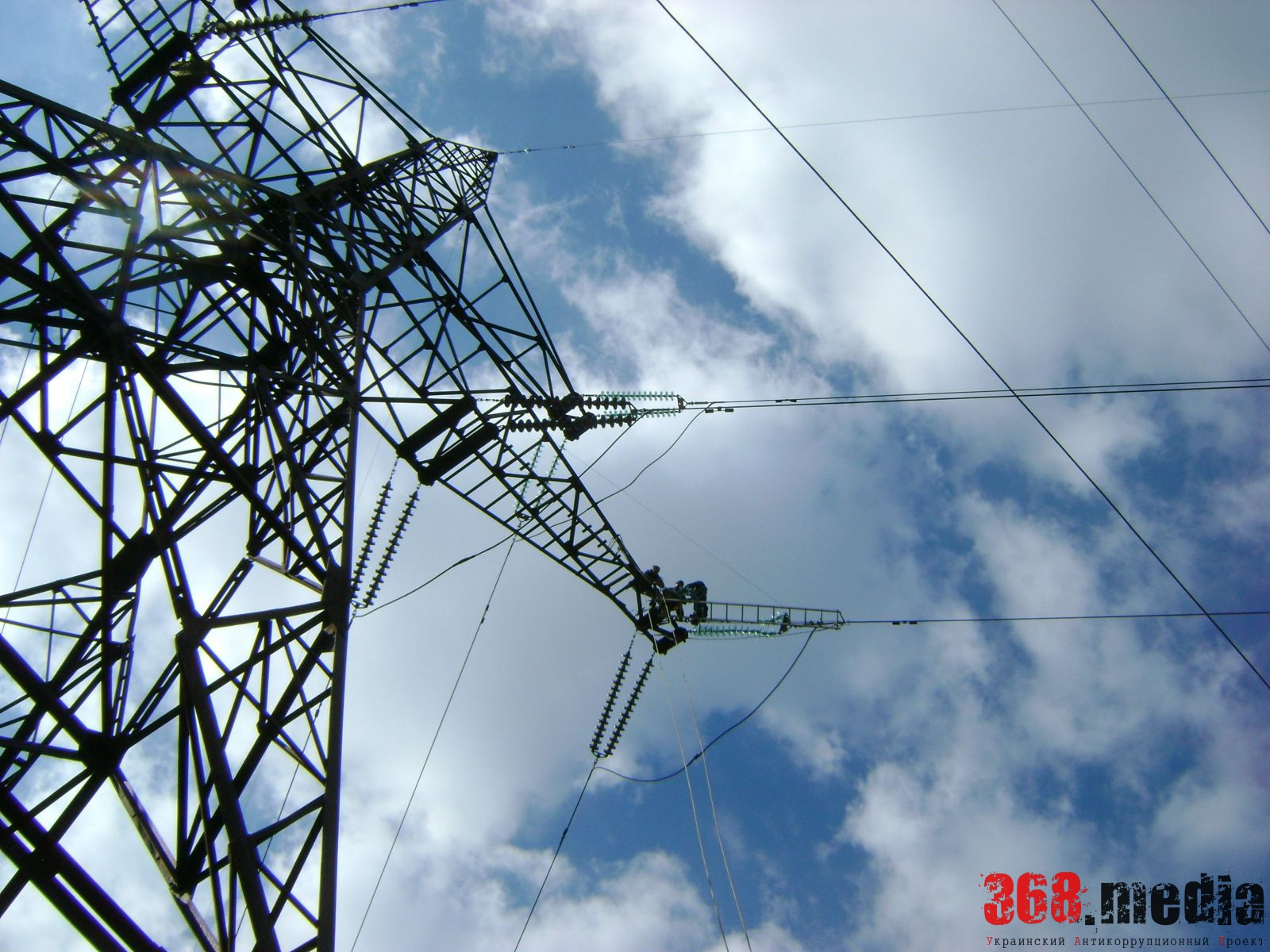 «Укрэнерго» уличили в хищении 300 млн гривен на реконструкции сетей в Новой Каховке