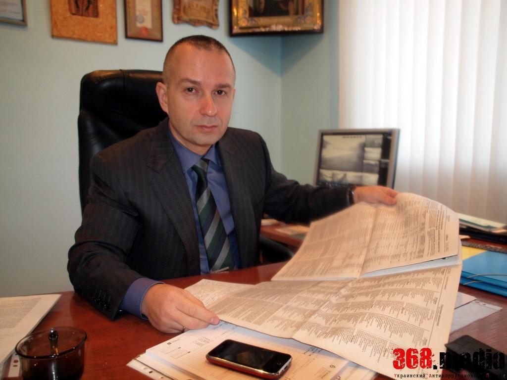 Одесский депутат, прославившийся борьбой с коррупцией, зарабатывает меньше дворника