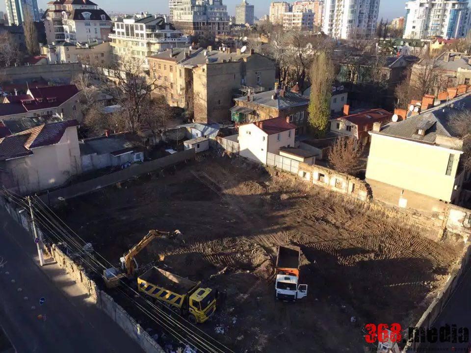 Одесский судья «позволил» скандальной фирме строить «высотку» на побережье