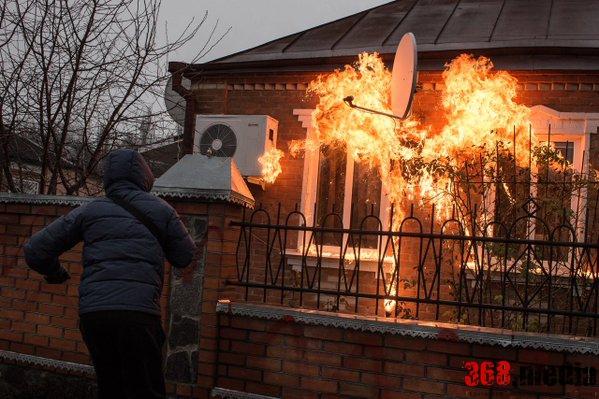 В Харьковской области дом начальника полиции забросали «коктейлями Молотова» (видео)