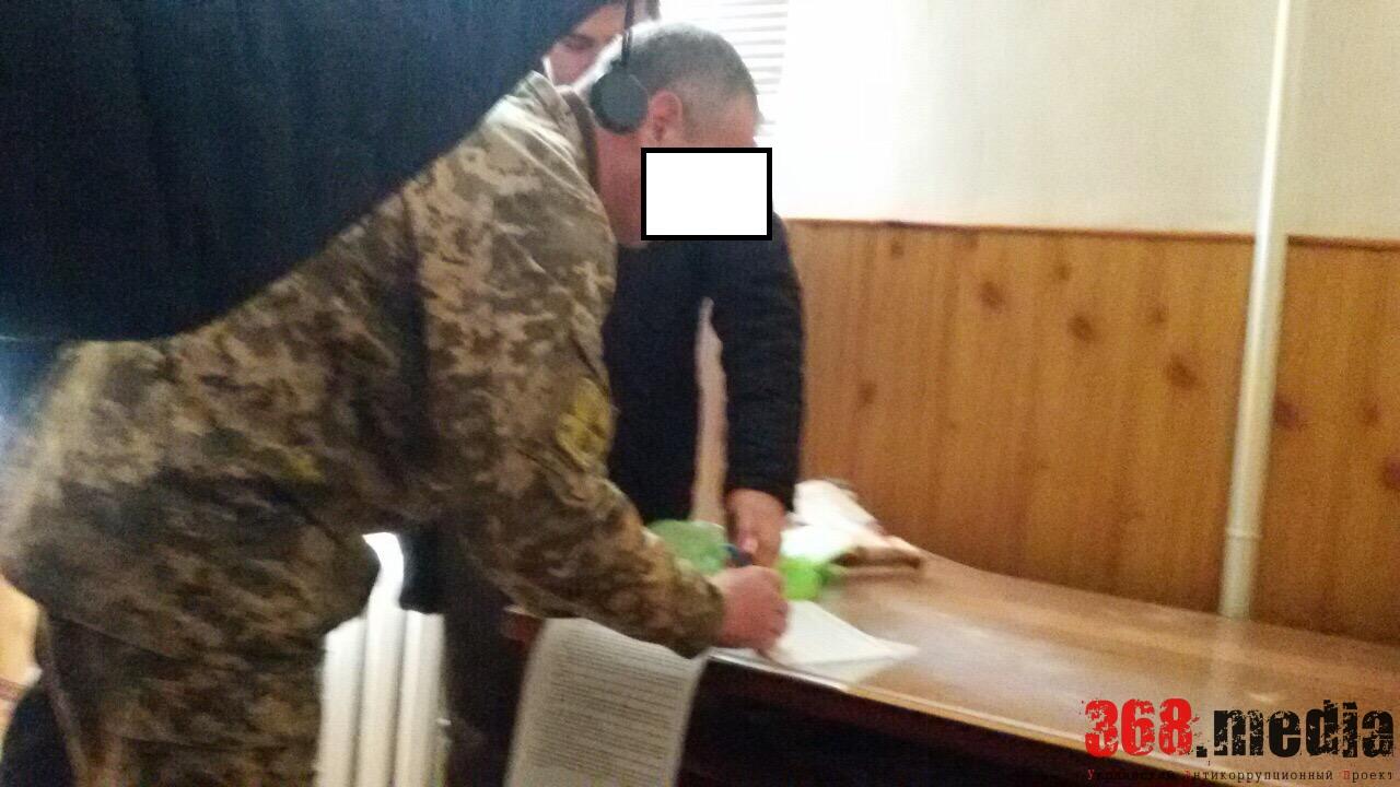 Подполковника военкомата Одесской области соблазнили 200 долларами