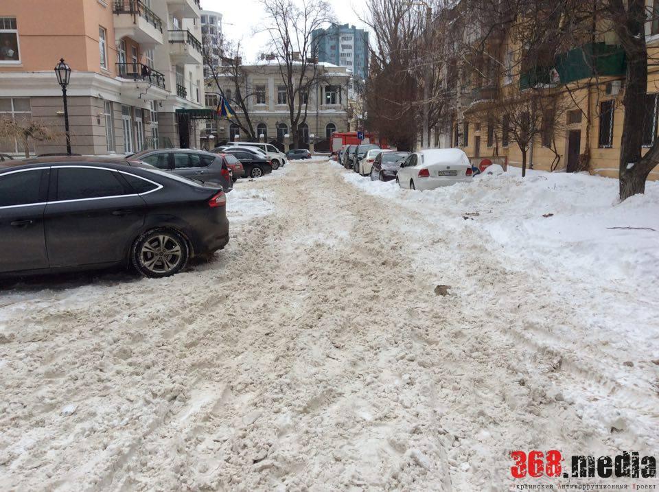 Одесские спасатели долго ехали на пожар из-за неубранных от снега улиц