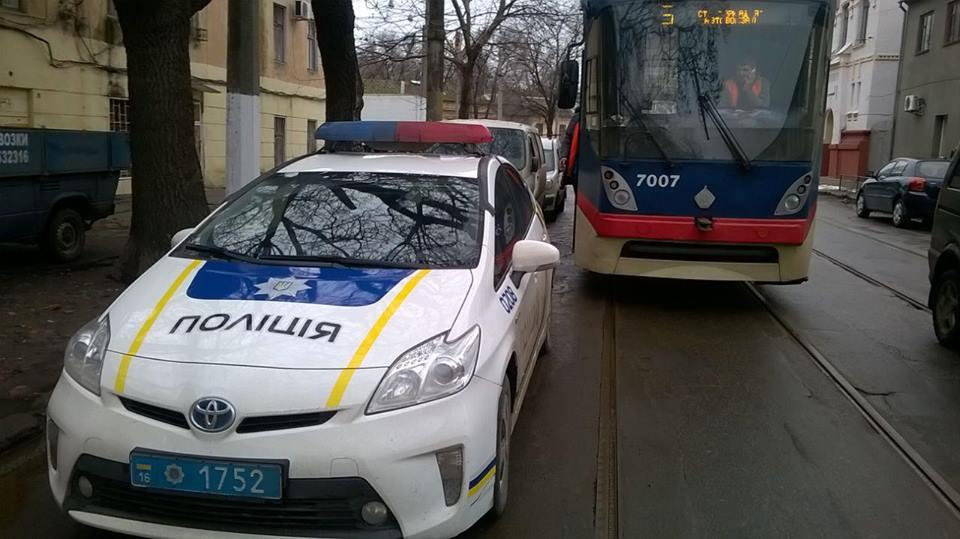 Одесские патрульные снова бросают автомобили, где попало