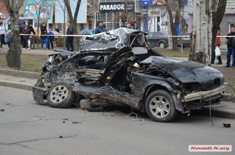 В Николаеве полицейский на BMW попал в аварию: погибло четыре пассажира