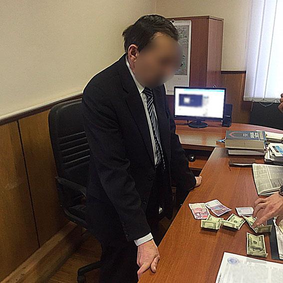 Тернопольский судья, взявший солидную взятку, вырастил сына-прокурора