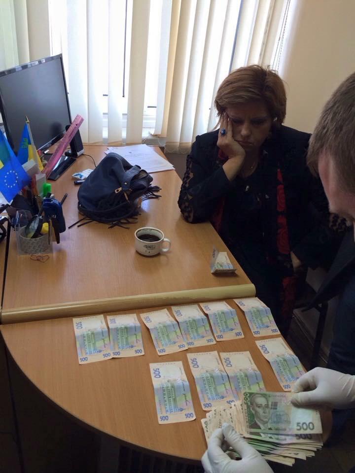 Одесский чиновник за 25 тысяч гривен обещал отменить штраф (обновлено)