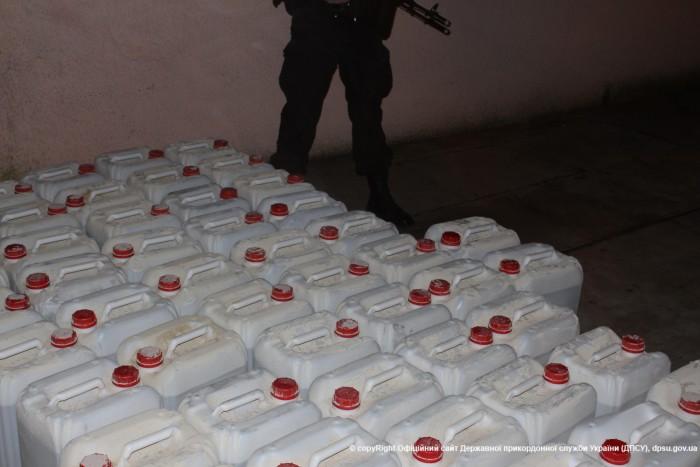 Украинец организовал масштабное подпольное производство алкоголя в трех областях