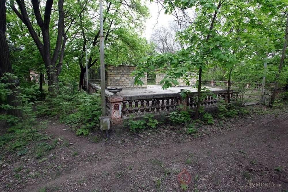 Афера с «дачниками»: суд отказался наложить арест на земли старого одесского санатория