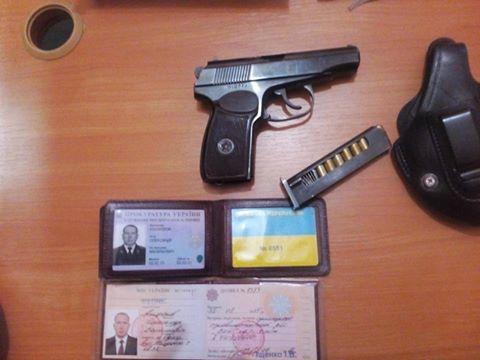 Пьяный прокурор угрожал прострелить одесситу колено (видео)