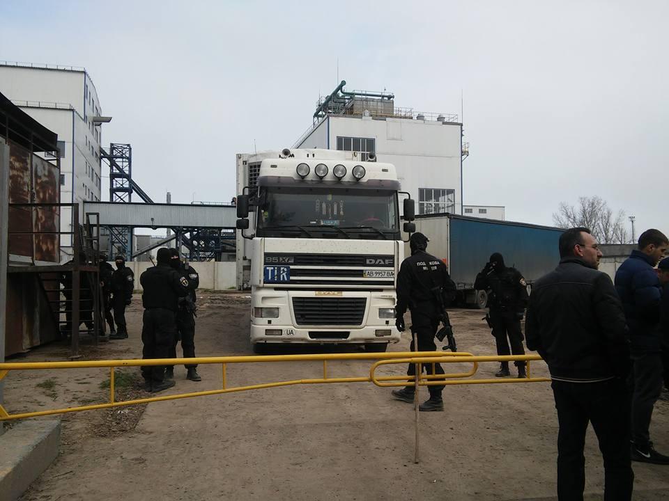 «Ореховая мафия»: налоговая конфисковала груз сомнительной фирмы, которой помогли у Марушевской