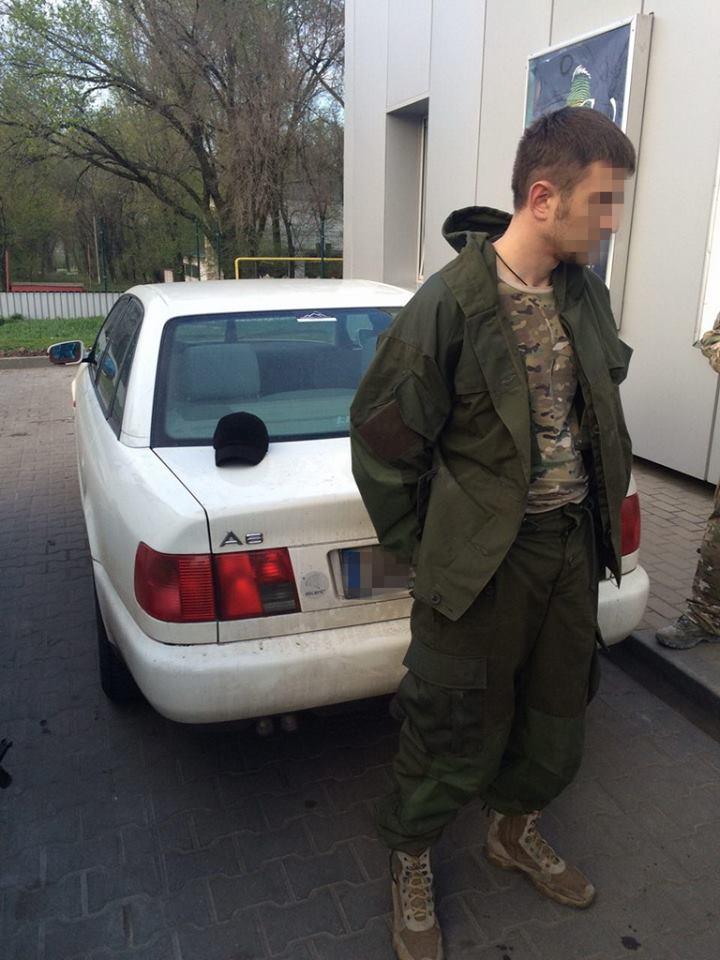 Краматорский пограничник за 10 тысяч гривен помог перевезти товары в «ДНР»