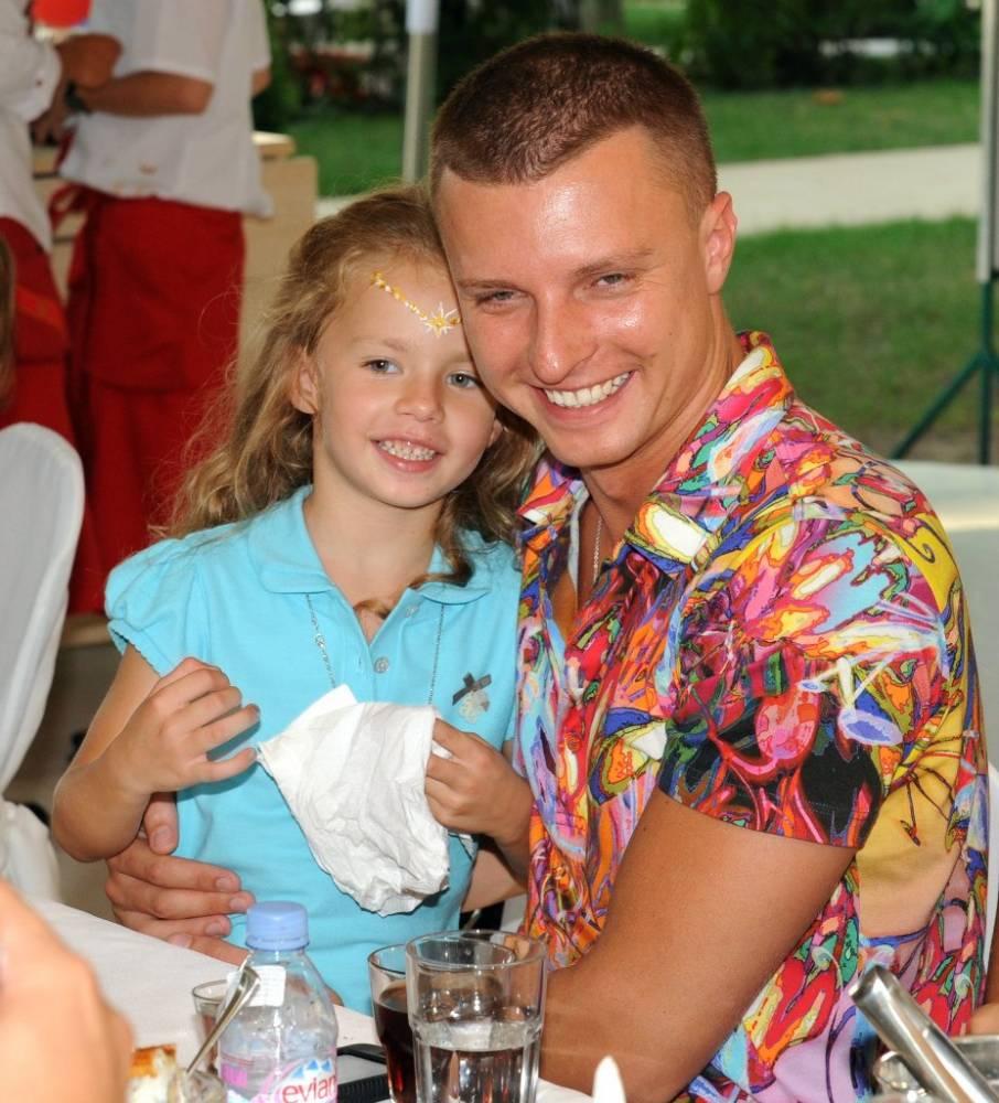 Вооруженный захват элитного отеля в Одессе: сыну афериста помогают избежать ареста