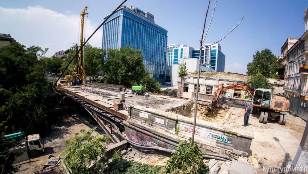 В Одессе под видом реконструкции уничтожают легендарный французский мост