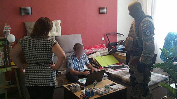 Милиция начала «шмонать» таможенников Харьковщины, похитивших миллионы