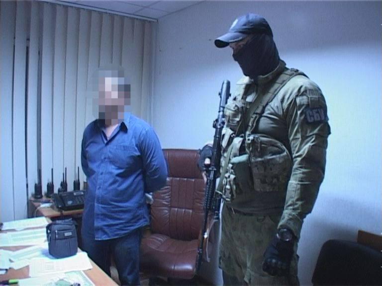 Навзятке задержали подполковника имайора милиции