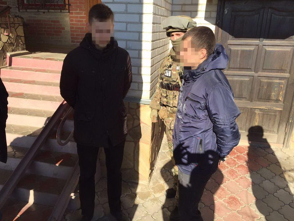 Луганского майора-полицейского взоне АТО задержали нанемаленькой взятке