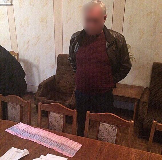 Глава поселка в пригороде Кропивницкого оценил свои услуги в 300 тысяч гривен