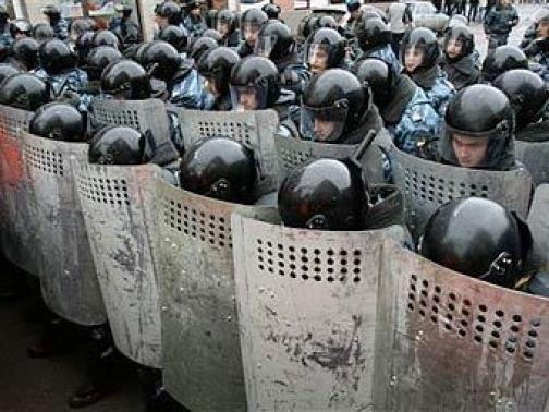 Общественники уличили полицию в коррупционной закупке щитов