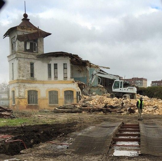 В Одессе ради двух «высоток» снесли старинную дачу