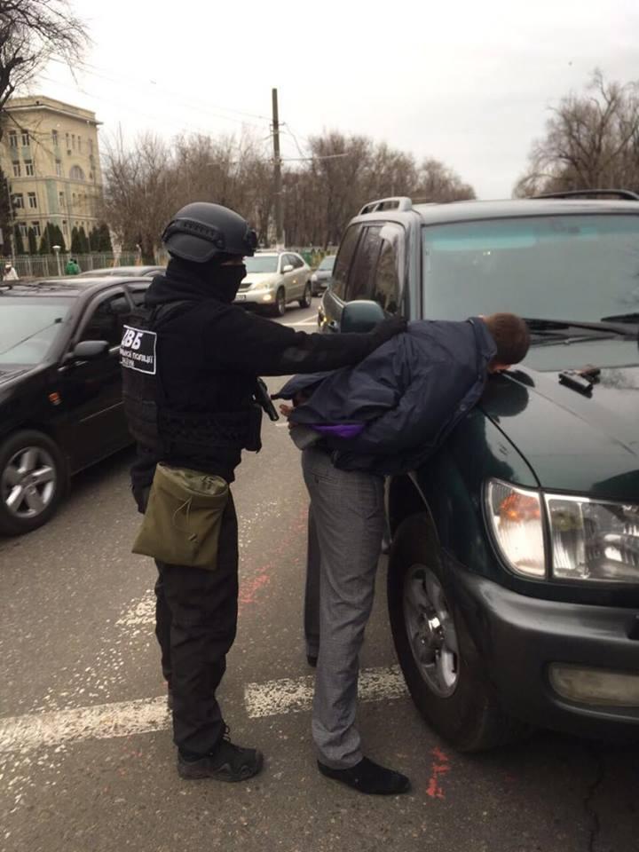 «Антикоррупционеры» помогли полицейскому со взяткой