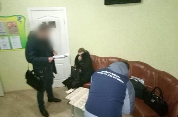 Начальника прокуратуры задержали вмомент получения взятки