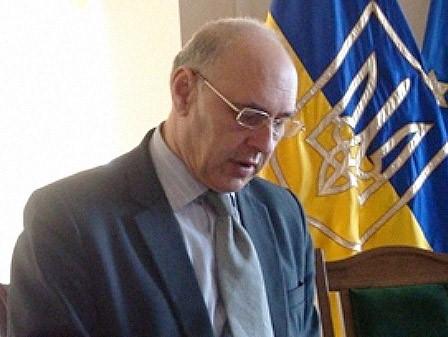 Экс-глава Глобинского района, вымогавший 23 тысячи долларов, остался на свободе