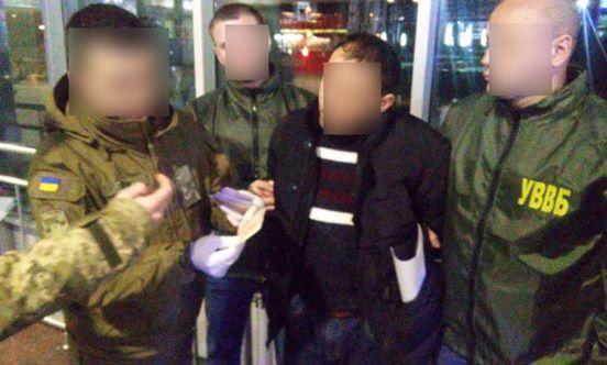 Узбек предлагал пограничникам взятки за легализацию соотечественников