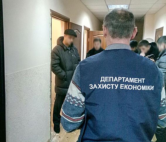 Навзятке в $600 и4 тыс грн. задержаны чиновники г.Яремче