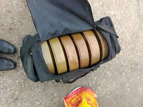 Украинский солдат решил продать спортивную сумку с противотанковыми минами