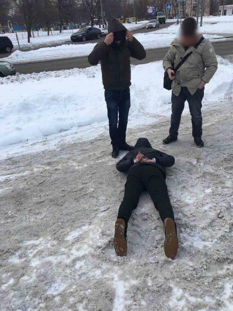 Инспектор Гоструда взял 112 тысяч гривен за «помощь» газовым заправкам