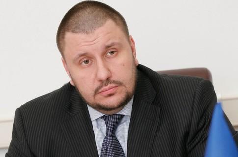 Суд дал разрешение назаочный арест экс-министра Клименко