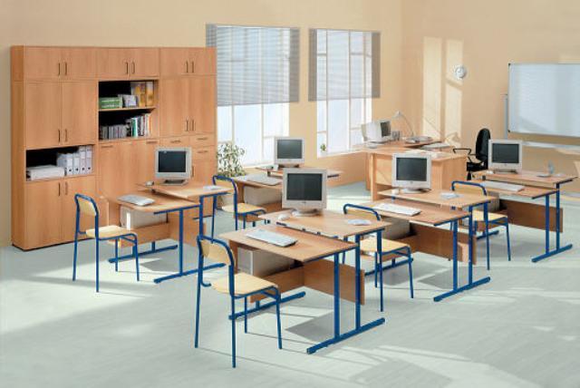 В Счетной палате считают, что новые школьные парты и учебники не соответствуют нормам качества