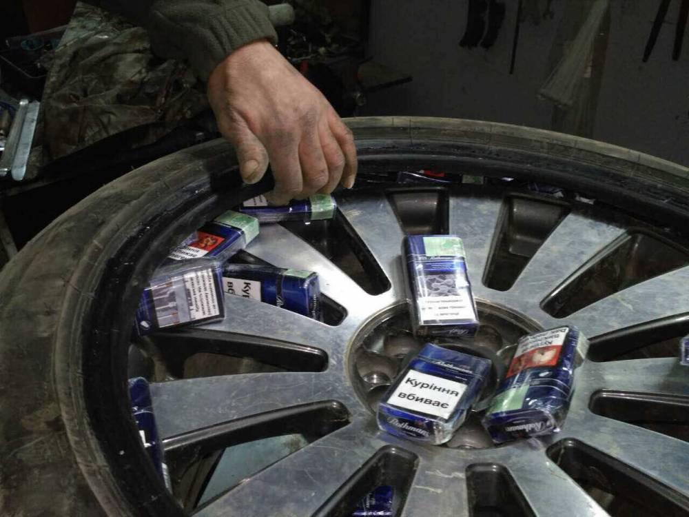 Спасти сигареты: венгр сбежал от пограничников, сбив шлагбаум (фото)